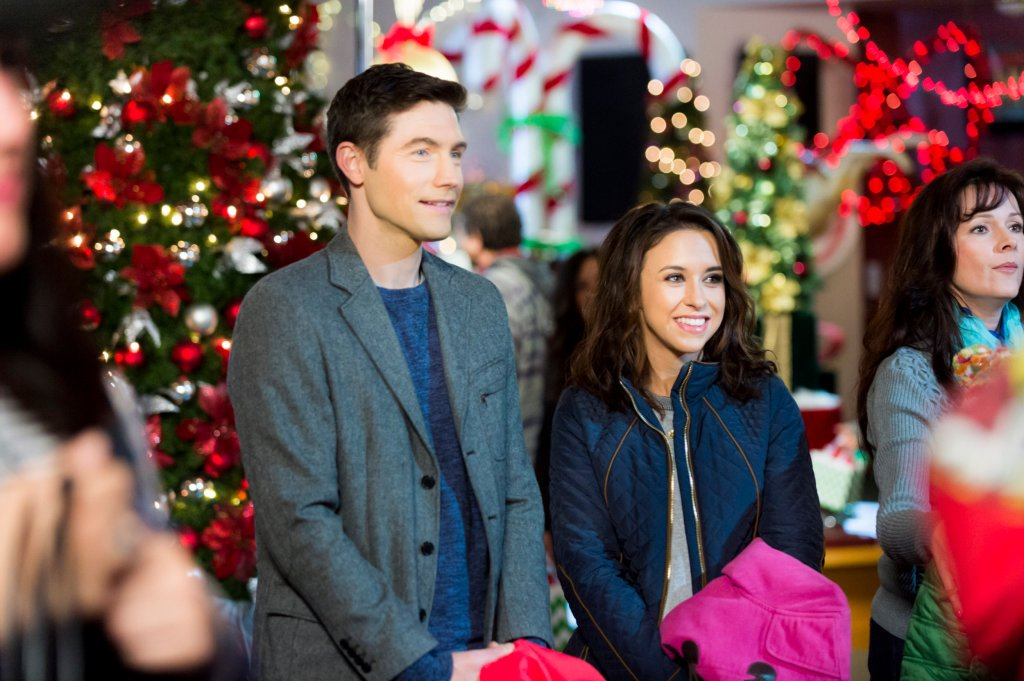 Lacey Chabert and Tyron Leitso in Family For Christmas